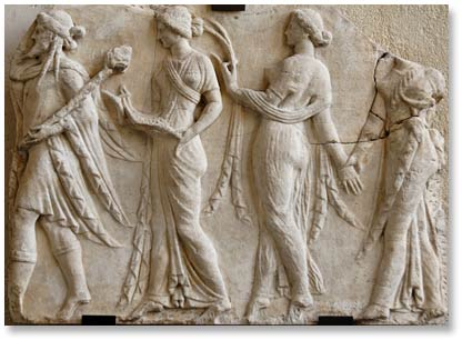 Dionisos y las horas. relieve a ño 100 a.c. museo Louvre