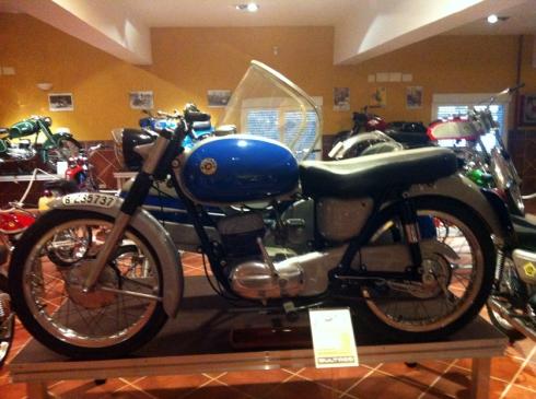 Museo bultaco con sidecar